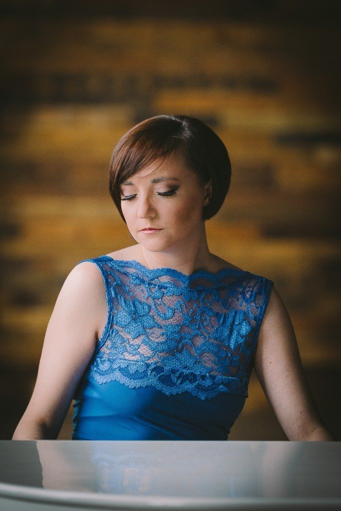 Liz Hendry wedding pianist portrait view