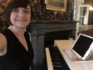 liz-hendry-piano-set-up-at-overwater-hall